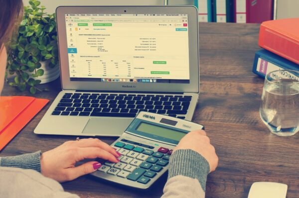 Divorce financies - picture of calculator and PC